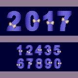 le nombre 2017 a placé avec le ruban d'or à l'arrière-plan foncé bleu Photographie stock