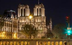 Le Notre Dame Cathedral le soir, Paris, France Photos libres de droits