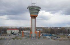 Le nouveau bâtiment de tour de contrôle KDP à l'aéroport de Sheremetyevo moscou Photo stock