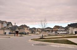Le nouveau secteur de la ville par temps nuageux Images stock