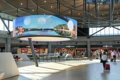 Le nouveau terminal international à l'aéroport d'Exupery de saint à Lyon, France Image stock