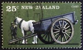 LE NOUVELLE-ZÉLANDE - VERS 1976 : Cultivez les véhicules, chariot à un cheval, vers 1976 photos libres de droits
