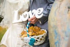 Le nozze esprimono l'amore Immagini Stock Libere da Diritti