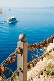 Le nozze fissano il recinto vicino al mare Fotografia Stock Libera da Diritti