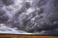 Le nuage noir et la foudre Photographie stock libre de droits