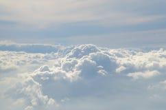 Le nuage sur le bluevsky photographie stock