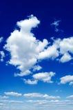 Le nubi di bianco. Fotografia Stock