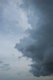 Le nubi scure sta venendo Immagini Stock
