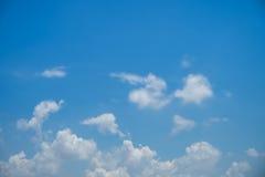 Le nubi su cielo blu Fotografie Stock Libere da Diritti