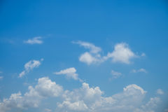 Le nubi su cielo blu Immagine Stock Libera da Diritti