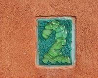 Le numéro deux a fait à partir des morceaux en verre Image stock