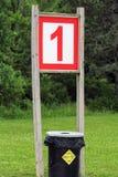 Le numéro un représenté sur un signe à la plage Photo stock