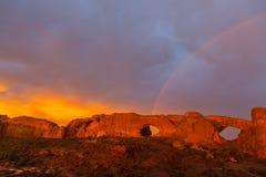 Le nuvole e la pioggia di tempesta drammatiche nel parco nazionale di arché abbandonano Fotografia Stock Libera da Diritti