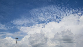 Le nuvole ed il cielo immagine stock libera da diritti
