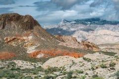 Le nuvole oscurano il picco vergine, Nevada fotografie stock