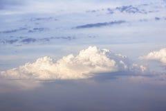 Le nuvole prova le luci del sole del filtrante immagini stock libere da diritti