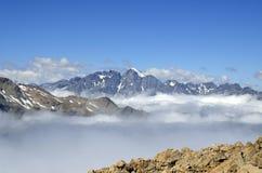 Le nuvole ricoprono in alpi del sud, Nuova Zelanda Fotografie Stock Libere da Diritti