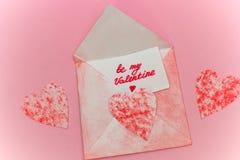 le nvelope avec l'inscription soit ma valentine Photographie stock