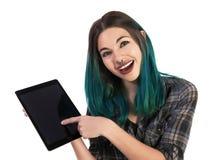 Le och lycklig flicka som visar dig något på en digital minnestavla royaltyfria bilder