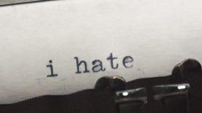 Le odio - mecanografiado en una máquina de escribir vieja del vintage almacen de metraje de vídeo