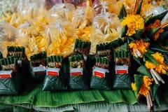 Le offerti si bloccano al mercato di Warorot, Chiang Mai, Tailandia Fotografia Stock Libera da Diritti