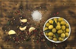 Le olive verdi sono un prodotto naturale Immagini Stock Libere da Diritti