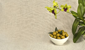 Le olive verdi sono un prodotto naturale Fotografie Stock Libere da Diritti