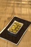 Le olive verdi sono un prodotto naturale Fotografia Stock