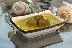 Le olive verdi sono un prodotto naturale Immagine Stock Libera da Diritti