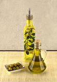 Le olive verdi sono un prodotto naturale Immagine Stock