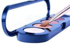 Le ombre di occhio con compongono la spazzola Fotografie Stock