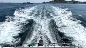 Le onde dietro l'yacht stock footage