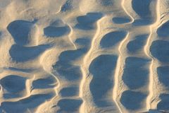 Le ondulazioni nella sabbia hanno lasciato dalle onde su una spiaggia in Inghilterra Fotografie Stock