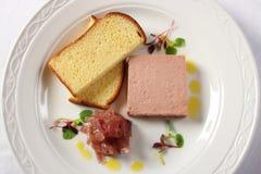 Le pâté a servi avec du pain grillé français Images stock