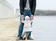 Le père et la promenade de fille Photos libres de droits