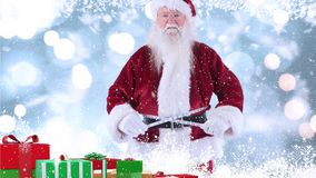 Le père noël avec des cadeaux de Noël combinés avec la neige en baisse illustration libre de droits