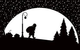 Le père noël marchant la nuit Image libre de droits