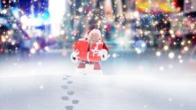 Le père noël marchant par la haute neige combinée avec la neige en baisse banque de vidéos