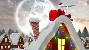 Le père noël sur un toit d'une maison décorée dans le paysage d'hiver combiné avec la neige en baisse illustration libre de droits