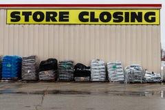 Le Pérou - vers en janvier 2019 : Signes se fermants de magasin à un emplacement de vente au détail de Kmart Les participations d photos stock