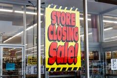 Le Pérou - vers en janvier 2019 : Signes se fermants de magasin à un emplacement de vente au détail de Kmart Les participations d photo libre de droits