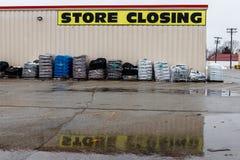Le Pérou - vers en janvier 2019 : Signes se fermants de magasin à un emplacement de vente au détail de Kmart Les participations d images stock