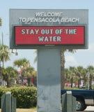 Le pétrole lave à terre en plage de Pensacola Images libres de droits