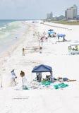 Le pétrole lave à terre en plage de Pensacola Photos stock