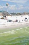 Le pétrole lave à terre en plage de Pensacola Image libre de droits