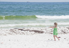 Le pétrole lave à terre en plage de Pensacola Photo stock