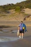 Le pêcheur avec de grands steenbrass pêchent sur le Transkei c Photos libres de droits