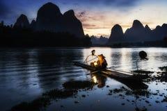 Le pêcheur cormant en rivière de Li Photos libres de droits