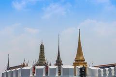 Le pagode di Wat Phra Kaew dal grande palazzo Fotografie Stock Libere da Diritti