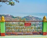 Le pagode, i monasteri ed il fiume medievali splendidi di Ayeyarwady, Sagaing immagini stock